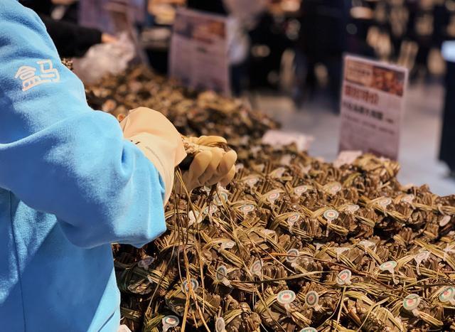 忙天猫双11,阿里员工吃掉500只烤鸡、2600份栗子、3000只大闸蟹