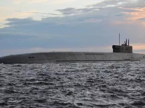 """展示全面战力!俄最新战略核潜艇首射""""布拉瓦""""导弹"""