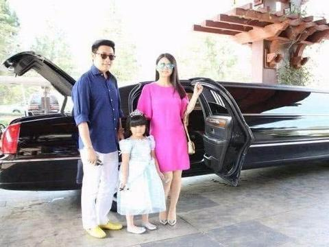 她7岁坐拥12亿资产,有私人飞机,4个保镖3保姆,比李湘还奢侈