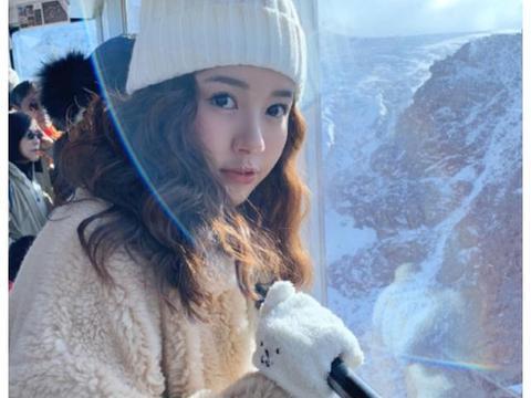 张子萱晒瑞士度假照,老公镜头下的颜值,35岁酷似芭比娃娃!