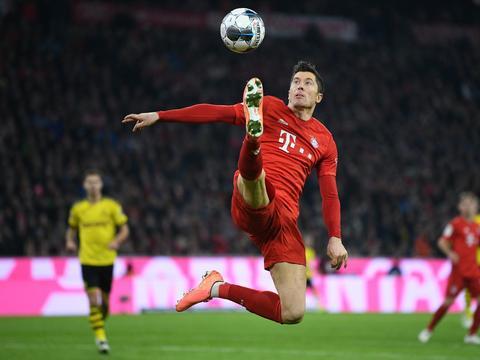 梅开二度领跑欧洲金靴奖争夺,莱万当选本轮德甲比赛最佳球员