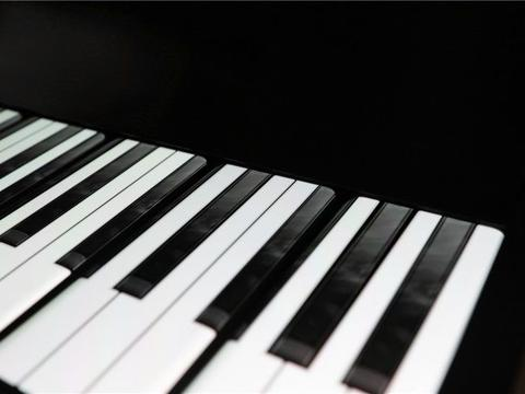 """官方带来""""一加7T Pro手机定制钢琴""""实物图"""