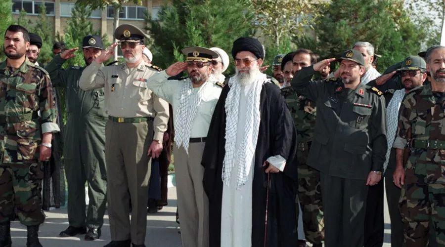 收入暴跌,生活无比艰难,伊朗政府冒险为石油找买家