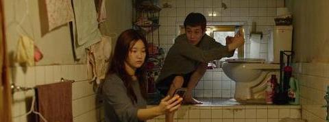 韩国金棕榈奖神作《寄生虫》,穷人没有了尊严,是否还值得同情?
