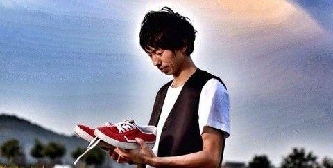"""37岁""""滑板鞋""""歌手庞麦郎近照,沦落街边小餐厅无人认出"""