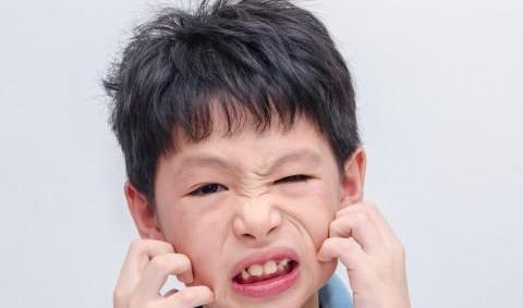 孩子吃海鲜后浑身痒痒,儿科医生:这可能是食物过敏的症状!