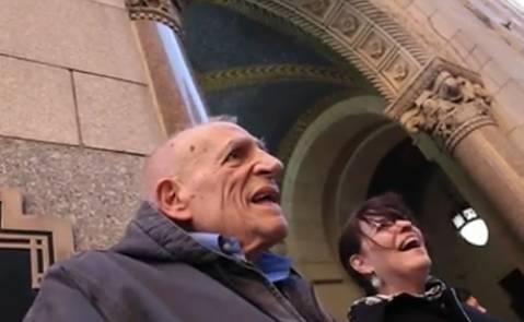 86岁老人在公交车上被弄哭了,在上班的最后一天
