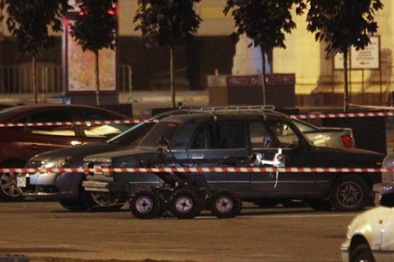 狗狗突然对路边可疑车辆狂吠,于是警方将车拆成废铁,结果尴尬了