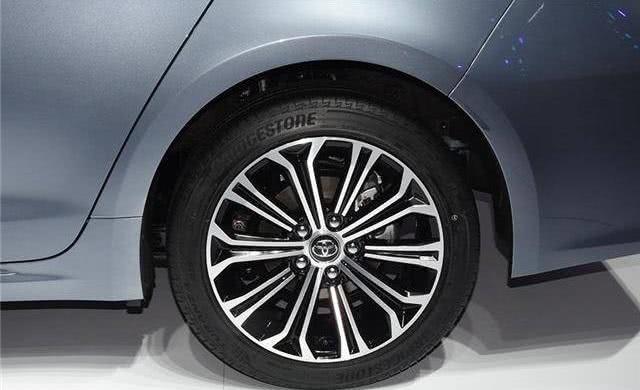 丰田全新家轿,气场盖过轩逸,1.2T配CVT,油耗成最大亮点
