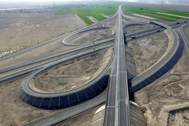 中国最孤独的高速公路,一小时难见一辆车
