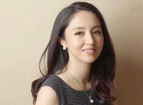 懒理高云翔案进展,40岁董璇参加北电同学聚会,颜值出众成C位