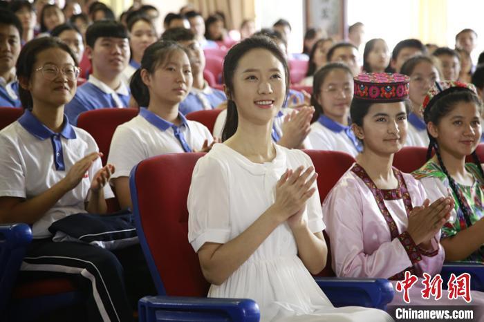 内高班学生热议电影《喀什古丽》:会推动新疆旅游热