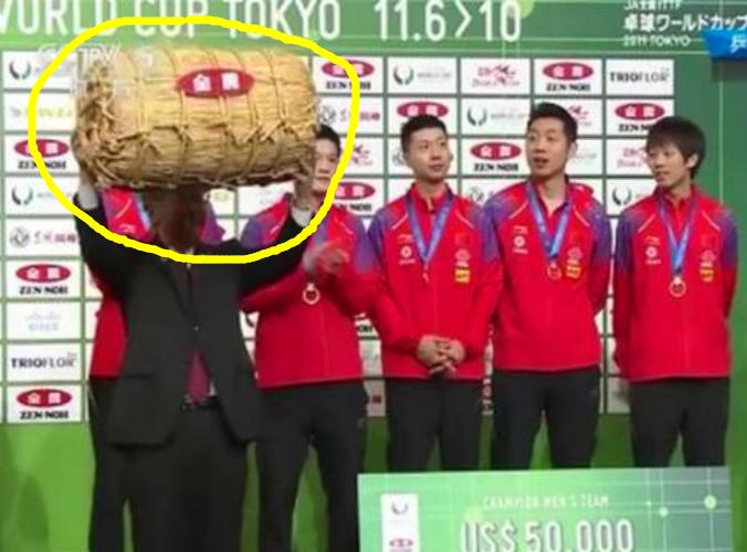 奇怪!日本组委会将一袋大米作为奖品颁发给中国乒乓队员