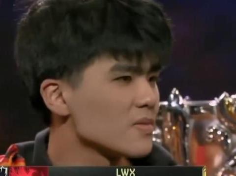 FPX队员赛后说出实话,国外女主持瞬间变脸,G2粉丝被质疑输不起