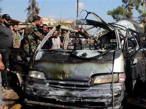 惨烈!叙利亚市中心发生连环爆炸,汽车烧焦77人死伤