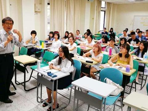 国内有些大学弃用中文教材,改用英文教材,是好事还是坏事?