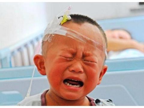 2岁男童打碎体温计,妈妈教科书式的做法避免汞中毒,医生点赞
