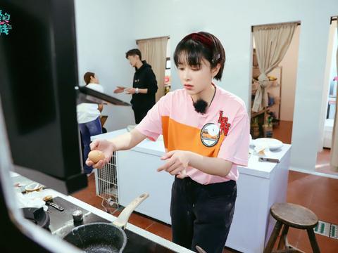 《客栈3》当张翰给客人点餐迟到后有谁注意他处理方式?经营人才