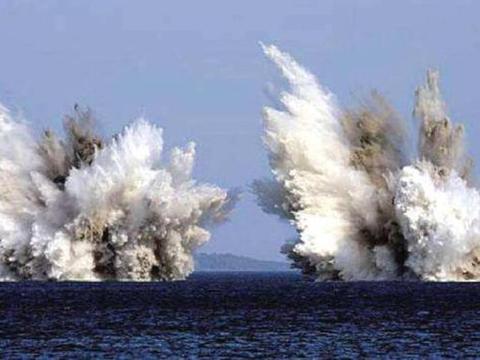 难怪不敢下令攻打伊朗,此前美军精锐吃了大亏,潜艇被迫浮出水面