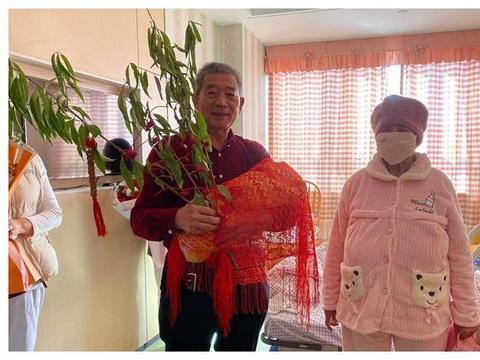 枣庄67岁高龄产妇母女出院!奶水好,有月嫂,孩子喂养不成问题