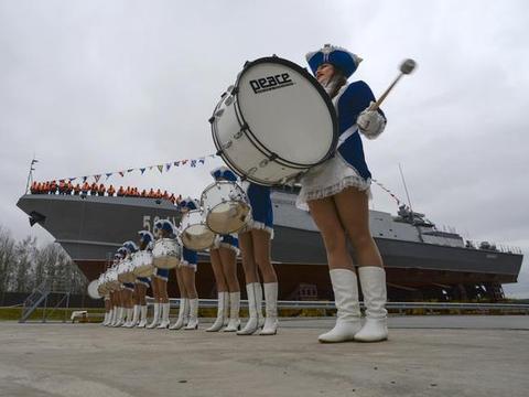 俄罗斯找到了救命稻草,新型导弹能飞8马赫,海陆空都能用