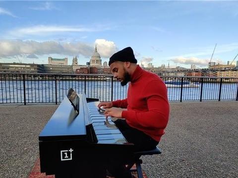 一加官方正式公布:一加7T Pro手机定制钢琴