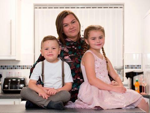 英国骄傲奖得主:发现弟弟出现幻觉,7岁姐姐理智分析救了全家
