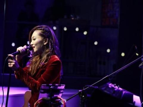 涵子携乐队共同唱响《沉迷live2019》北京站音乐现场