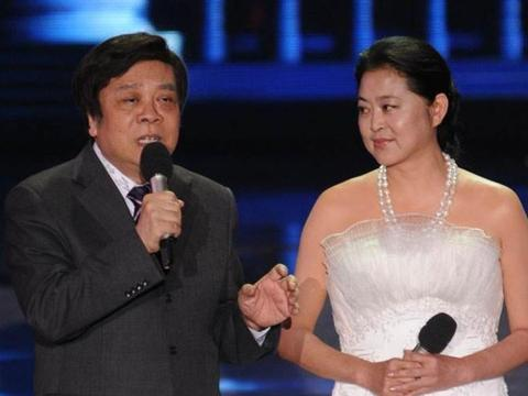 曾与倪萍齐名,嫁入豪门挤走相伴13年的原配,今51岁成这样