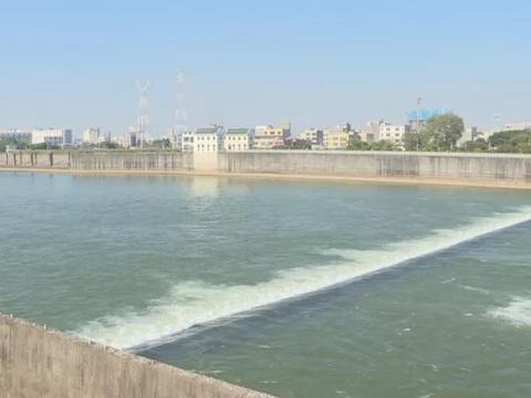 潮州供水枢纽闸坝有人违规捕鱼,对枢纽正常运行造成影响