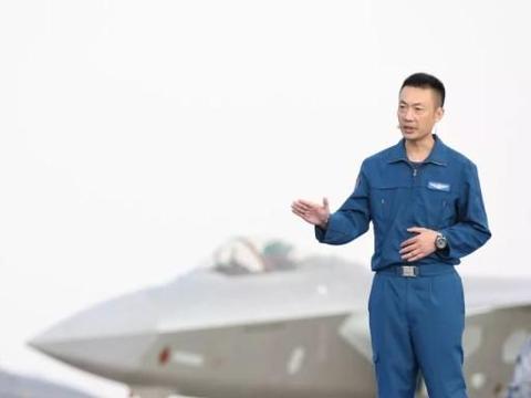 """轰6K飞行员央视霸气开讲:""""别惹我,惹我就收拾你!"""""""