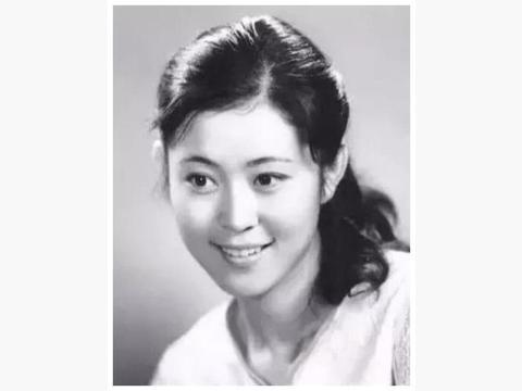 倪萍主持了13届春晚,如今60岁再次现身舞台,年过半百却气质犹存