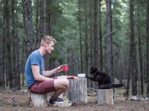 澳洲男子辞掉工作,和一只猫踏上让人羡慕的旅行之路!