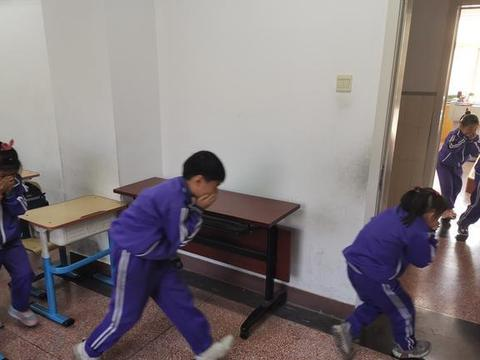 北京市大兴区礼贤镇第一中心小学东校区开展消防安全疏散演习