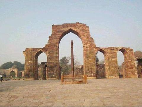 印度一根铁柱1500年不生锈?专家无法解释,却被工匠轻松破解