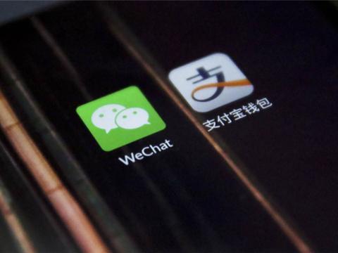 中国仅2张全球限量黑卡,一张在中国首富手里,另一张却被她拿下
