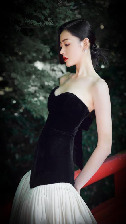 张天爱日本宣传电影大受欢迎,有留意日本男人看她的眼神?好直接