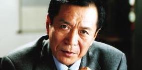 """他是""""中国高仓健"""",被评价为:中国电影唯一的男人"""