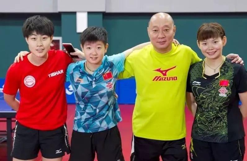 孙颖莎逆转伊藤美诚,他是幕后英雄,培养10年,世界杯在东京陪伴