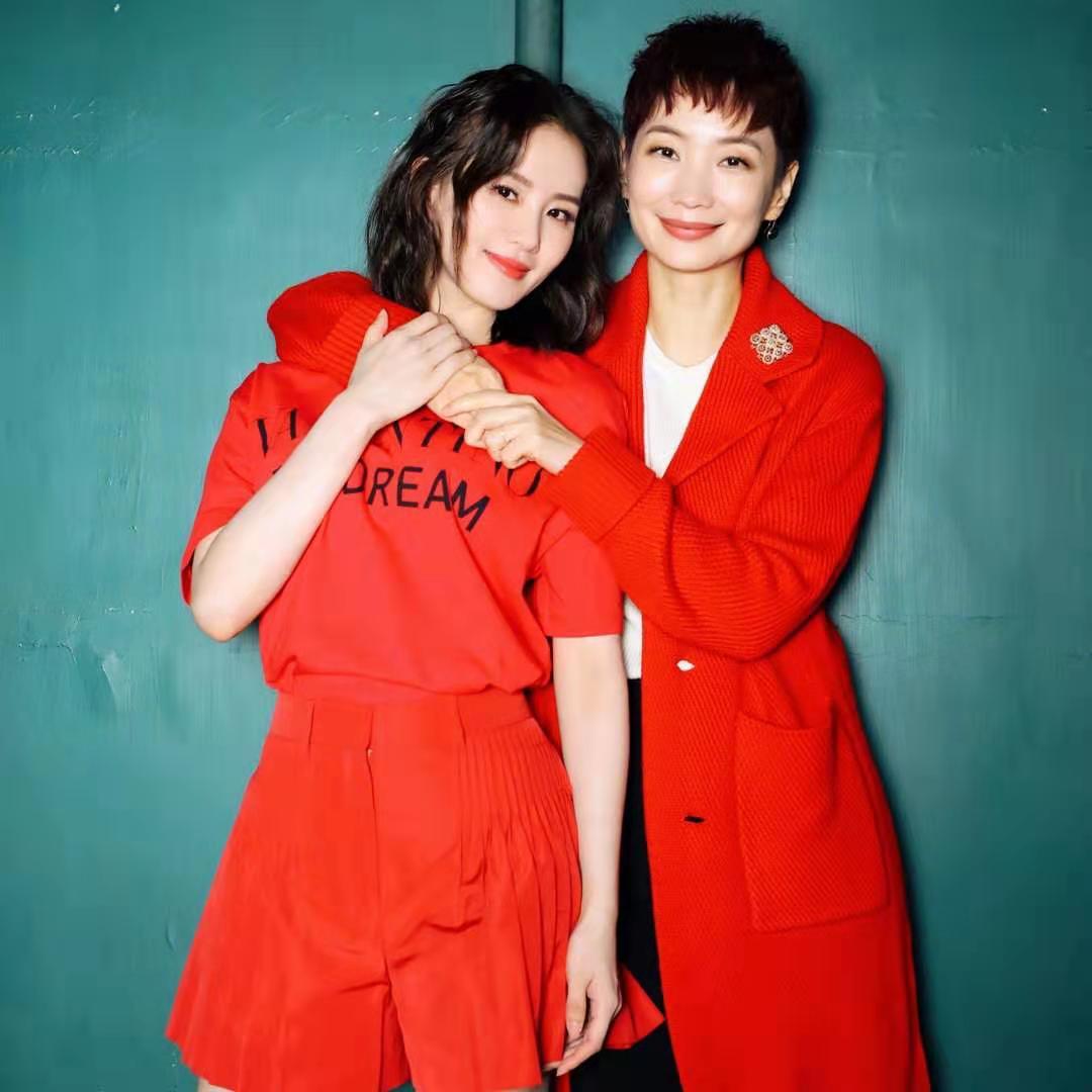 刘诗诗产后美得高调,红衣配红裙好亮眼,当妈后气质更出众了