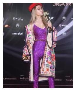 """有种""""大胆""""叫蔡依林,156身高穿紫色连体裤,效果又显矮几厘米"""