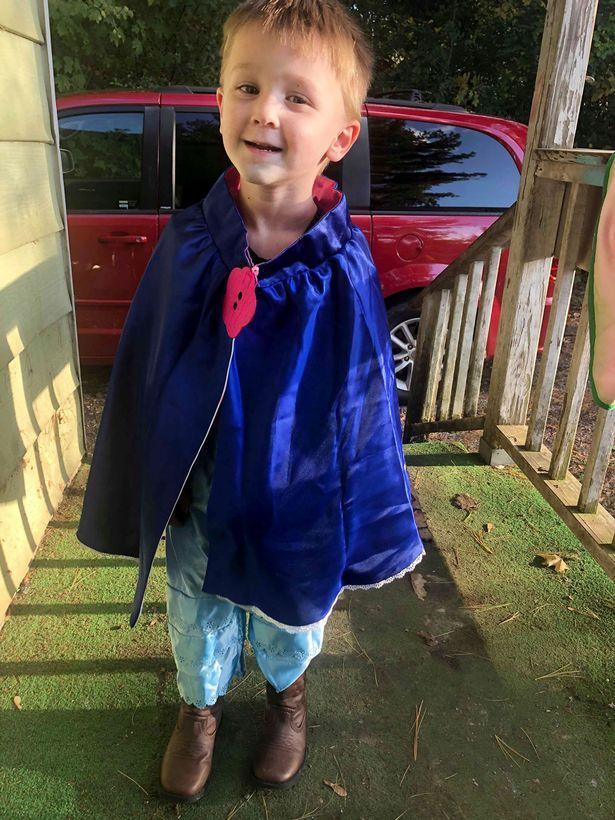 美国妈妈让3岁儿子穿裙子被陌生人斥责,她说自己在支持儿子主张