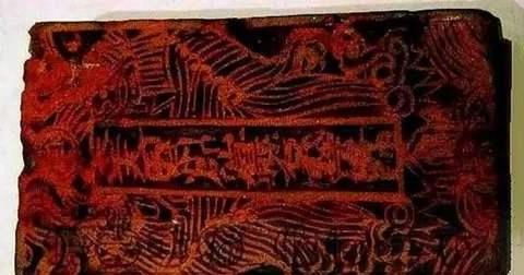 南京教师打扫天花板,无意发现一木疙瘩,专家:是太平天国御玺!