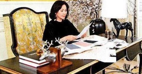 参观刘嘉玲现实的房子,房子价值起码过亿,不愧是娱乐圈女王