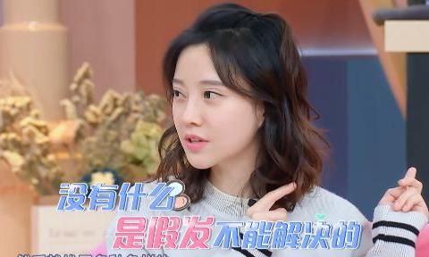 冯提莫有很多懒人专用化妆品,何炅一语中的:她是两倍速的女孩