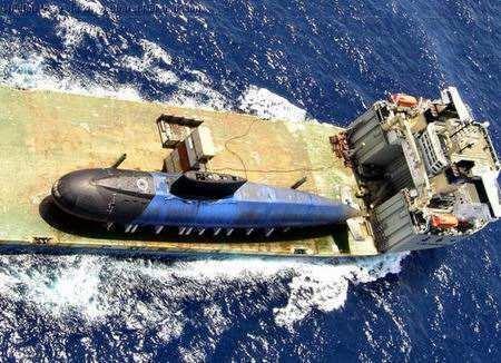 """昨日凌晨,越海军基地""""遇袭"""":基洛级潜艇无奈撤离金兰湾!"""