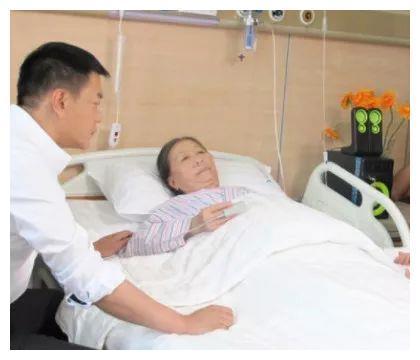 73岁张少华晚景凄凉!再度入院瘦成皮包骨,为儿还清房贷后遭抛弃