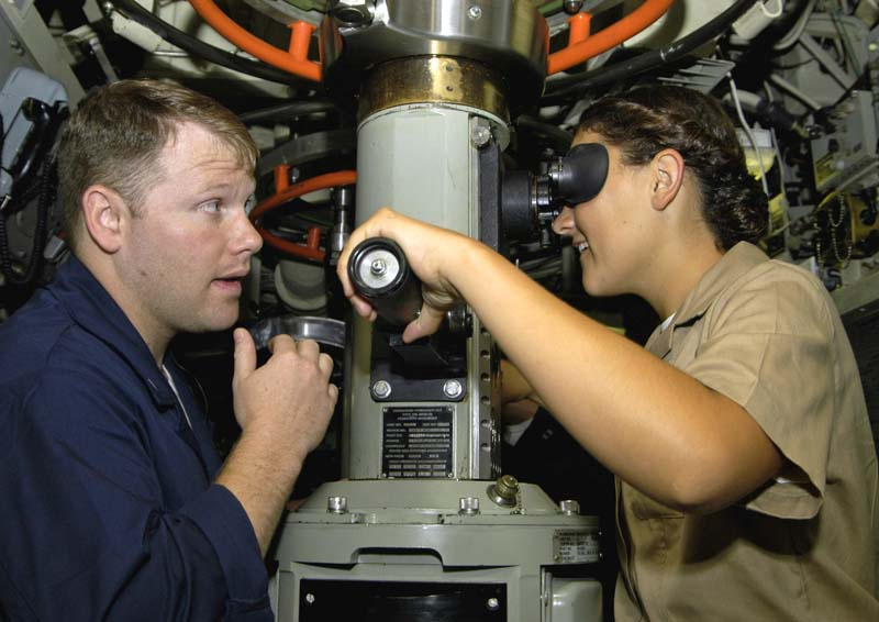 舱位不足,性丑闻频发,美国海军暂停征募女性潜艇兵