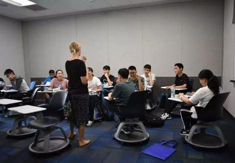 低水平的基础教育,却支撑起世界一流高等教育,美国怎么做到的?