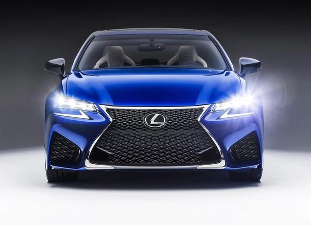 丰田的C级豪车,提速7.3秒配8AT+10气囊,可惜知名度太低